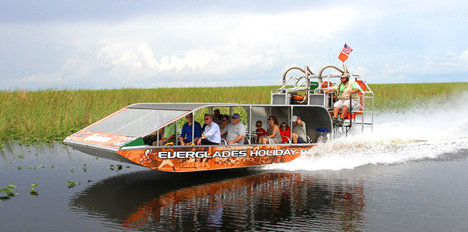 Choosing the Right Airboat Tour for Your Group - Everglades Holiday Park